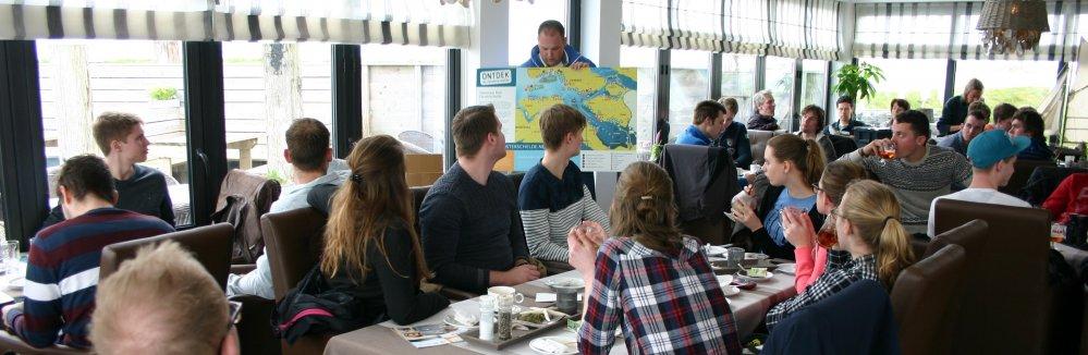 Brak Bezoek: studenten krijgen uitleg van Wilco Jacobusse