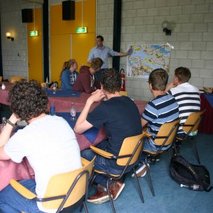 Studenten krijgen uitleg over de Klimaatbuffer Oesterdam